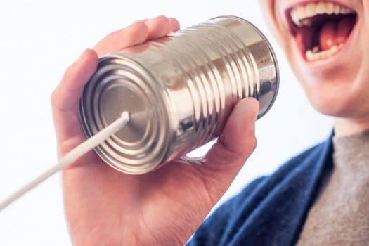 Communicatietraject man houd blik voor zijn mond