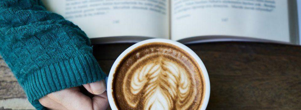 lezen met een cappuccino